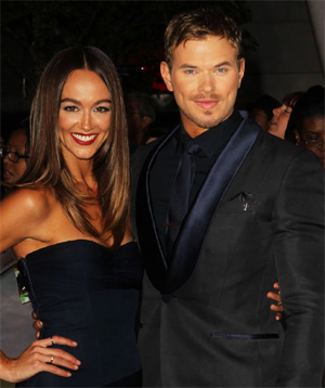 `Twilight` star Kellan Lutz splits from girlfriend