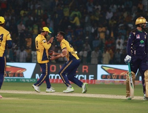 Peshawar knock Quetta out of PSL3 in thriller