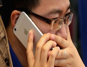 Apple's iPhones slowed to tackle ageing batteries.